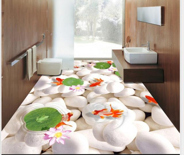 Một phòng tắm thực sự thư giãn với những viên đá trắng muốt cùng những chú cá vàng đang tung tăng bơi lội.