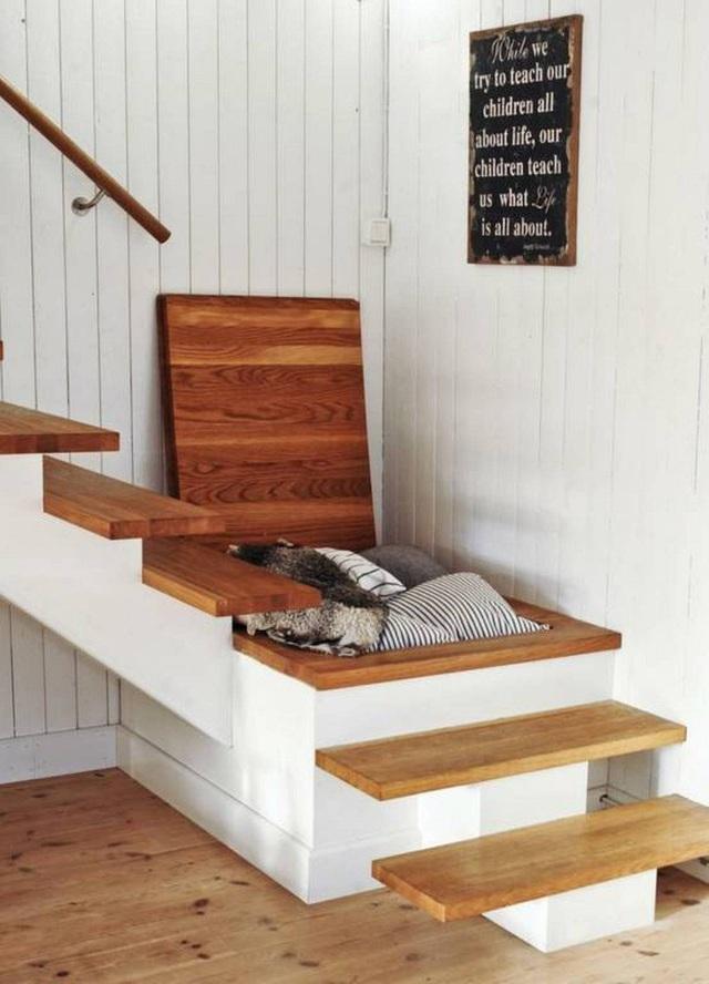 Bạn cũng có thể sử dụng cầu thang làm kho chứa đồ vô cùng thuận tiện.
