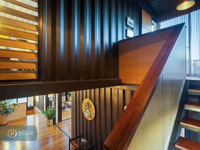 Lối hành lang dẫn từ tầng 1 lên tầng 2.