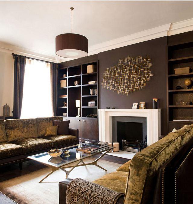 Với màu sơn đậm, bức tường nhà bạn sẽ là điểm nhấn trung tâm làm cho không gian phòng khách trở nên thật nổi bật và cá tính.