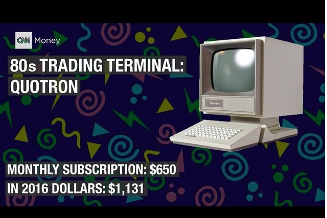 'Máy tính Quotron để giao dịch. Để sử dụng, mỗi tháng, giao dịch viên phải chi 650 USD, tương đương với 1.131 USD thời điểm hiện tại'