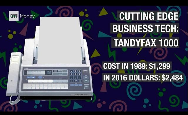 'Những năm 1980, máy fax là công cụ hiện đại trong ngành kinh doanh. Đây là chiếc Tandyfax 1000, trị giá khoảng 1.300 USD vào năm 1989, tức là khoảng 2.484 USD hiện nay.'