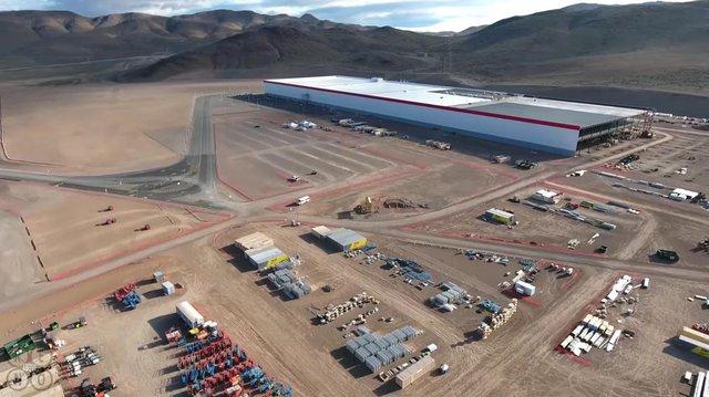 Toàn cảnh Siêu nhà máy đầu tiên của Tesla ở ngoại ô Sparks, bang Nevada.