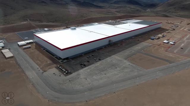 Theo tờ Reno Gazette-Journal, chỉ riêng công đoạn đầu tiên của phần mái nhà máy đã ngốn của Tesla khoảng 4,5 triệu USD.