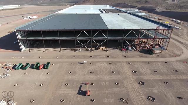 Từ góc này có thể thấy các hạng mục của Siêu nhà máy vẫn đang trong quá trình xây dựng.