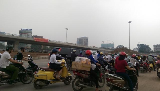 Mật độ giao thông ở đoạn đường này khá cao