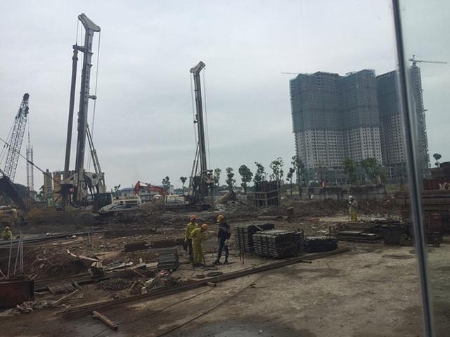 Toàn cảnh công trình đang triển khai, 2 tòa 18 T1 và 18 T2 đã gần hoàn thiện phần thô.