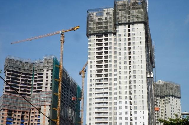 Riêng tòa CT5 của Masteri Thảo Điền đang được xây thô đến tầng thứ 40, khoảng đó. Khách hàng mua tòa nhà này sẽ nhận nhà vào tháng 12 năm nay.