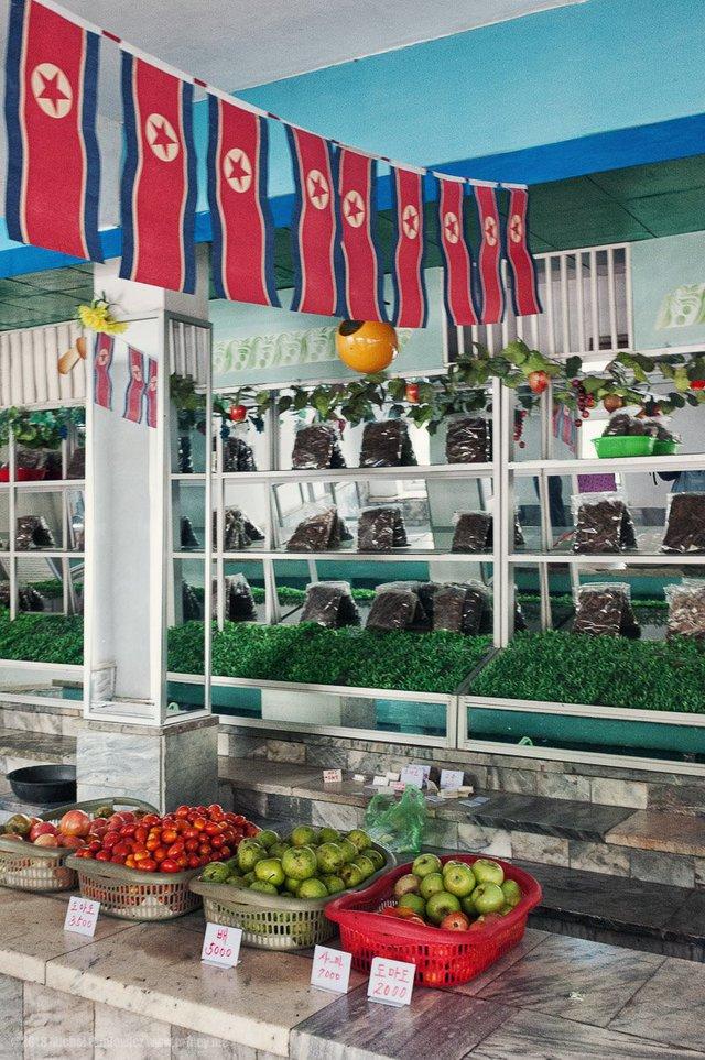 Một nơi bán nông sản. Đối với du khách, đồng nhân dân tệ, euro hay USD đều được chấp nhận