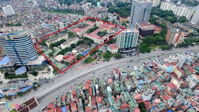 Khu đất vàng ở Kim Liên trên đường Đào Duy Anh có diện tích lớn, không phù hợp vơi dự án quy mô 300 phòng mà bầu Thụy tính xây tại Hà Nội. Có khả năng dự án này xây ở một địa điểm khác.