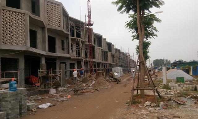 Nhà liền kề, biệt thự có diện tích từ 60-80m2/liền kề, biệt thự 200 m2 trở lên. Hiện đang được thi công xây dựng phần thô.