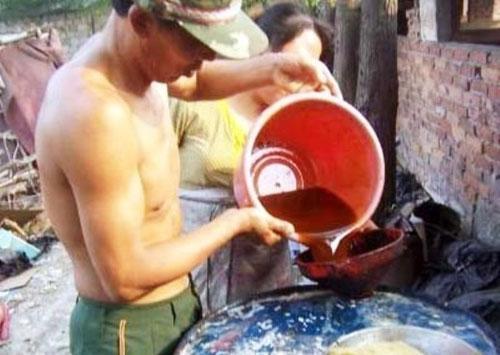 """Kinh hoàng """"công nghệ"""" tái sản xuất dầu ăn (2)"""