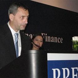 Ông Zbynek Babor, Tổng giám đốc PPF VN, đọc diễn văn chính thức ra mắt công ty tại Việt Nam