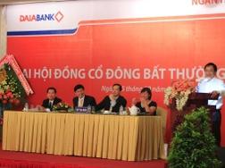 Cổ đông DaiABank thông qua các tờ trình sáp nhập vào HDBank
