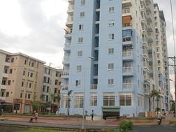 Một khu phố có quy định màu sắc trên đường Lũy Bán Bích, thuộc phường Hiệp Tân, quận Tân Phú, TP.HCM nhưng vẫn có nhiều nhà không làm theo quy định.