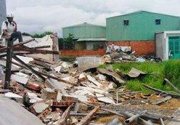 Một trường hợp vừa bị cưỡng chế tháo dỡ trong ngày 19-7 tại xã Vĩnh Lộc B, huyện Bình Chánh.
