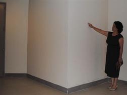 Hộp kỹ thuật nhô ra hành lang tại khu căn hộ Keangnam.