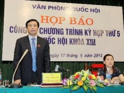 Ông Nguyễn Hạnh Phúc - Chủ nhiệm Văn phòng Quốc hội - trả lời câu hỏi của các phóng viên tại cuộc họp báo. (Ảnh: TTXVN)