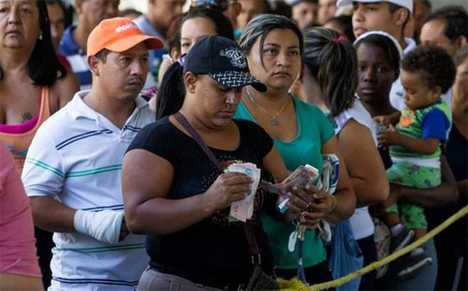 """""""Hàng chục máy bay chở tiền từ nước ngoài về Venezuela"""""""