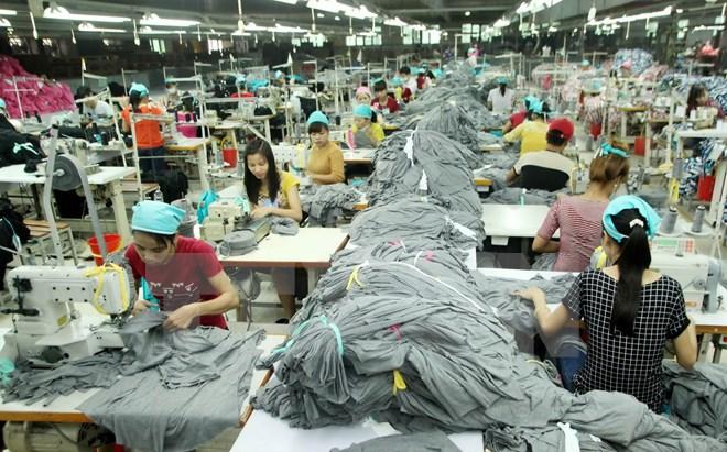 Việt Nam hội nhập AEC: Càng sóng cả càng phải vững tay chèo