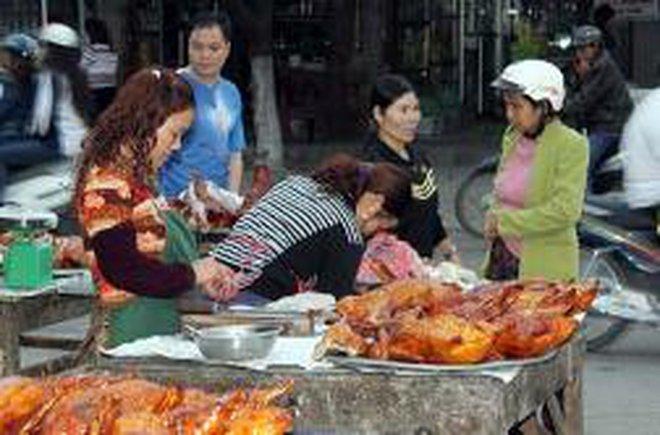 Vịt quay Bắc Kinh vẫn tấp nập kẻ bán người mua