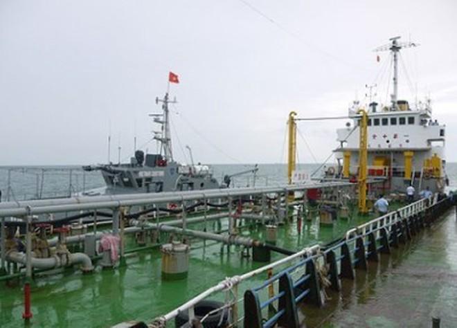 [Video] Bắt vụ buôn lậu 2000 tấn xăng trên biển