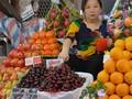 Trái cây ngoại: Giá cao nhưng đắt khách