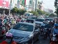 Phí gấp 5: Mang ôtô về tỉnh đăng ký cho đỡ tốn