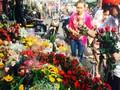 Thị trường hoa và đồ lưu niệm trầm lắng ngày Lễ tình yêu 14/2