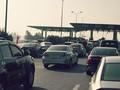 Xảy ra ùn tắc, trạm thu phí giao thông phải mở cửa miễn phí