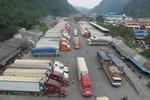 Hàng trăm xe dưa hấu, thanh long lại ùn tắc ở cửa khẩu Tân Thanh