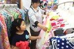 Quần áo Trung Quốc chứa chất gây ung thư có vào Việt Nam?