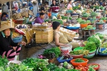 Giá xăng giảm nhưng giá thực phẩm đứng yên