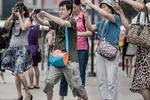 [BizChart] Du khách Trung Quốc đến Việt Nam 'túc tắc' tăng trở lại