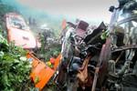 Lào Cai: xe khách chở 48 người lao xuống vực sâu 200m