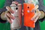 Xem clip dội nước đá lên HTC One M8 và Nokia Lumia 930