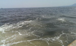 Xuất hiện vệt nước sậm khác thường cách biển Vũng Áng 20km