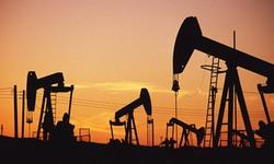 Giá dầu thô lao dốc cuối 2014
