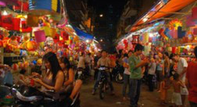 Trung thu: Giá lồng đèn truyền thống tăng gấp đôi