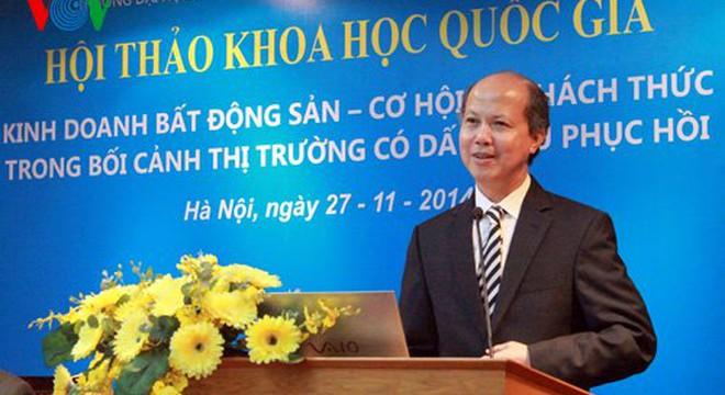 """Thứ trưởng Bộ Xây dựng Nguyễn Trần Nam tại hội thảo""""Kinh doanh bất động sản - Cơ hội và thách thức trong bối cảnh thị trường có dấu hiệu phục hồi"""" ngày 27/11 (Ảnh VOV)."""