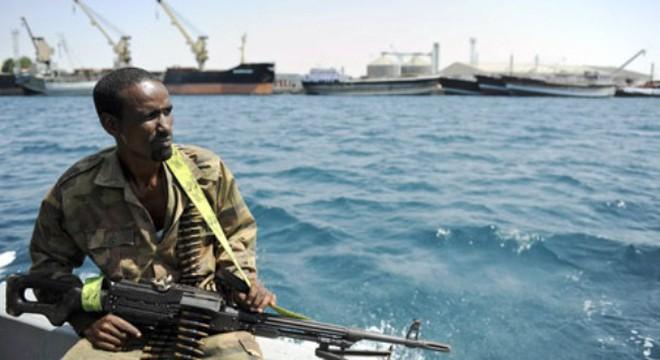 Cướp biển châu Phi tiêu tiền thế nào?