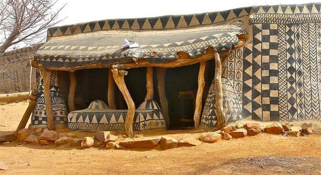 Độc đáo nhà làm từ phân bò tại ngôi làng nghèo nhất thế giới