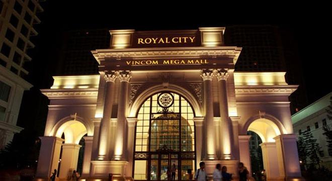http://cafef.vcmedia.vn/zoom/660_360/Images/Uploaded/Share/8a010923642b7bc979a379e399d7ca78/2013/11/05/a4fb7b/royal-city-gianh-giai-can-ho-tot-nhat-viet-nam.jpg