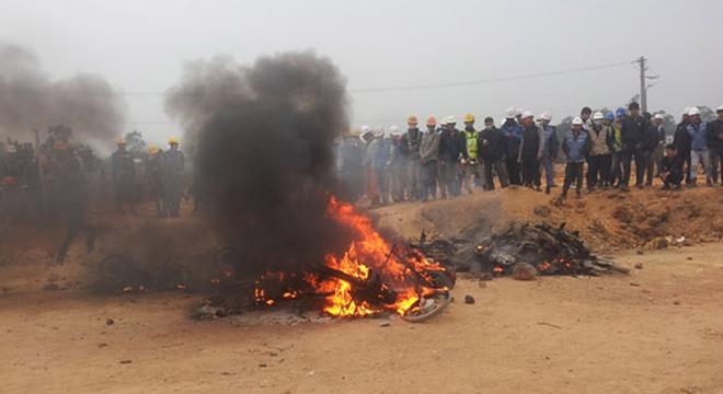 Nhiều xe máy của bảo vệ công ty bị đốt