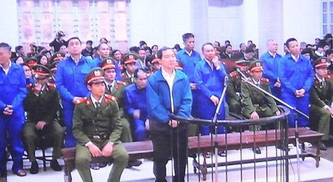 Ông Nguyễn Bá Thanh đến dự phiên tòa xử Dương Chí Dũng