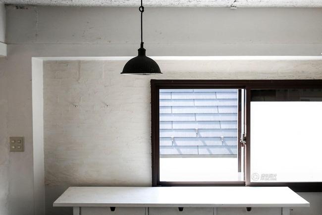 Không ít người đang nỗ lực tìm cách tối giản hóa căn nhà vốn đã thuộc dạng đơn sơ và trống trải của mình.