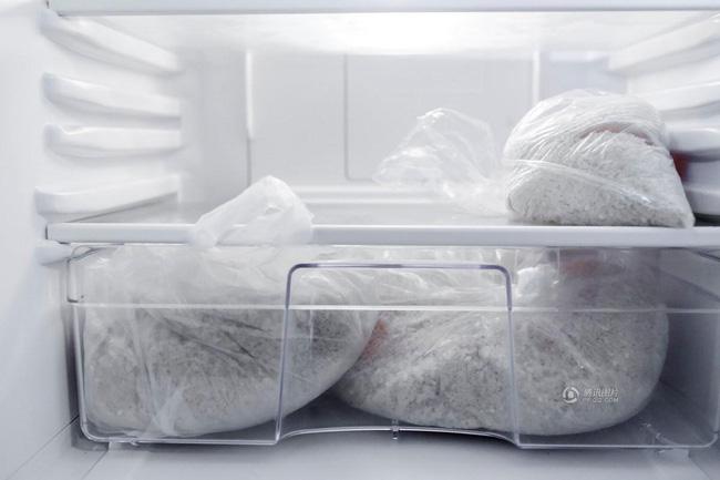 Việc loại bỏ hầu hết đồ dùng trong nhà giúp người ta biết cách chọn lọc hơn và chỉ giữ lại những thứ thật sự có ý nghĩa.