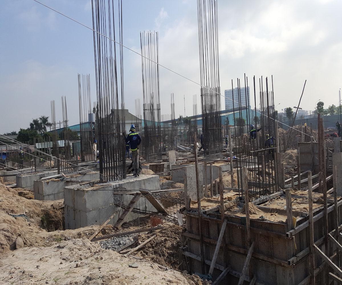 Dự án khu dân cư Him Lam Phú Đông của Công ty Him Lam Land nằm tại quận Thủ Đức có diện tích 5.25 ha, điểm nhấn gồm 400 căn hộ có diện tích từ 60-65m2 với giá 1- 1,2 tỉ đồng/căn (bàn giao nhà hoàn thiện và đã bao gồm VAT).