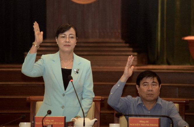Bà Nguyễn Thị Quyết Tâm giới thiệu chương trình làm việc của hội nghị - Ảnh: TỰ TRUNG