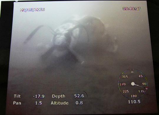 Một động cơ cánh quạt máy bay CASA-212 chụp dưới biển - Ảnh: Bộ Quốc phòng